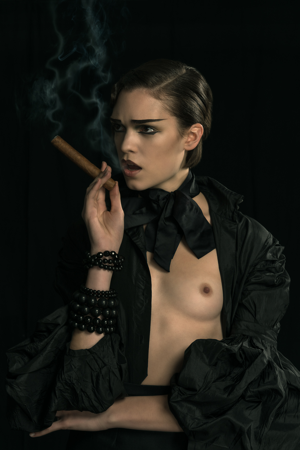 Girl-Smoking-cigar