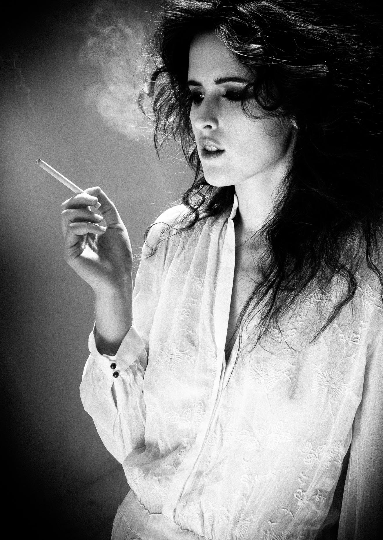 portrait-girl-smoking-cigarette
